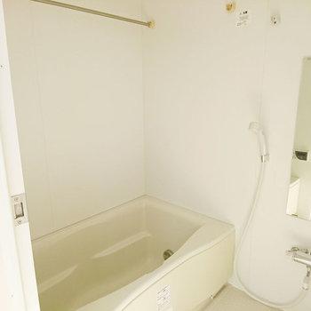 浴室乾燥付いてます。※写真は3階同間取り別部屋のものです