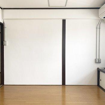 キッチンとつながる洋室はリビング代わりに。