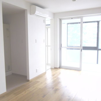 キッチンがスペースが隠れています。※写真は2階の同間取り別部屋のものです