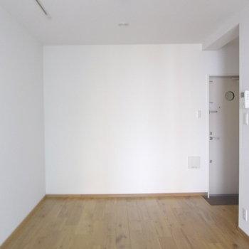 ここにスクリーン映して映画観たいです。。※写真は2階の同間取り別部屋のものです