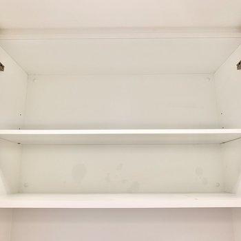 上の棚にはペーパーのストックを。