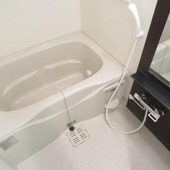 お風呂も綺麗です※写真は2階の同間取り別部屋のものです