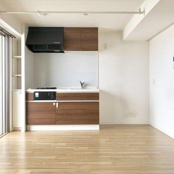 冷蔵庫置くスペースしっかり。(※写真は清掃前のものです)