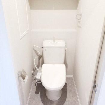 清潔な空間広がるトイレ※写真は同間取り別部屋のもの