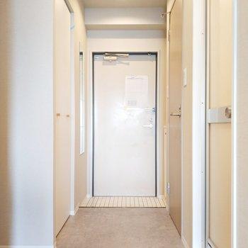 玄関までのアプローチも素敵※写真は同間取り別部屋のもの