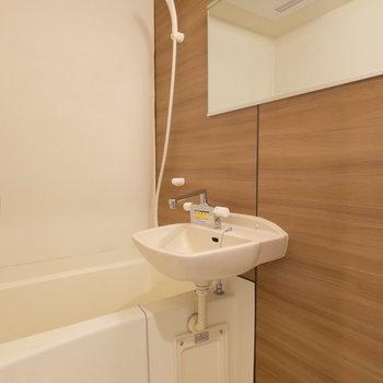 浴槽も驚くことに...こんなに贅沢な鏡面をご用意※写真は同間取り別部屋のもの