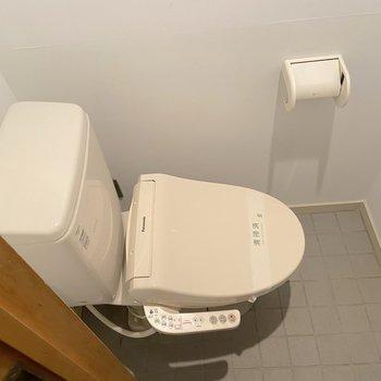【1階】温水洗浄便座付きです。