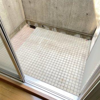 【2階】コンパクトなバルコニーも。