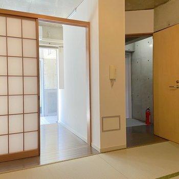 【1階】作業スペースやのんびり空間にどうぞ。
