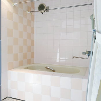 【2階】お風呂はギンガムチェック風に。