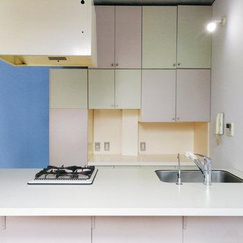 【2階】食器棚の中も色とりどりにしようかな。