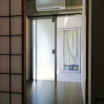 【1階】隣には収納にも使えそうなスペースが!