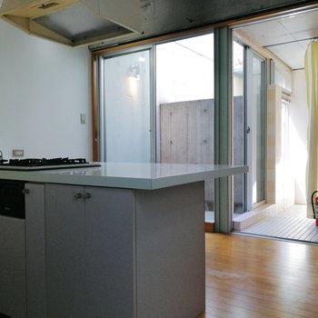 【2階】ここにはキッチンと水回りを配置。