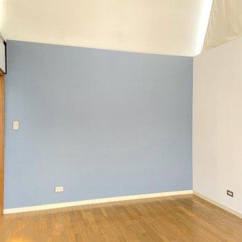 【3階】8畳のシンプルな空間。