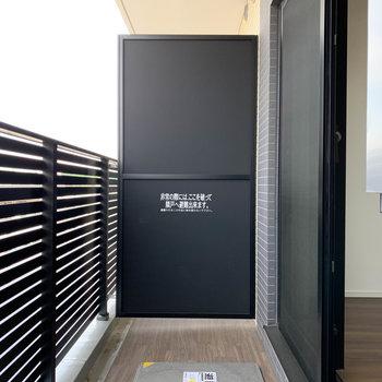 床面のウッドがアクセントでいいですね。※写真は4階の反転間取り別部屋のものです