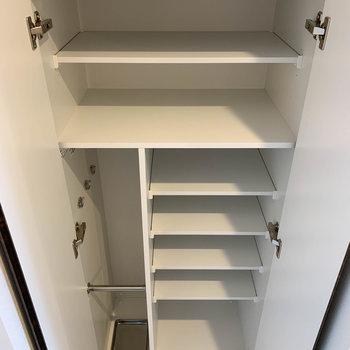 シューズボックスは1人暮らしにしっかり対応したサイズ。※写真は4階の反転間取り別部屋のものです
