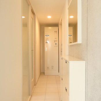廊下、ここにも収納できて便利です。※写真は前回募集時のものです