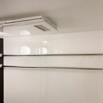 部屋干しの装備も充実。もちろん乾燥機もついてます。※写真は7階の同間取り別部屋のものです