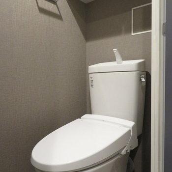 トイレはシックで落ち着いた雰囲気に