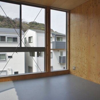 2Fの洋室。ワイドサイズの窓が嬉しい♡