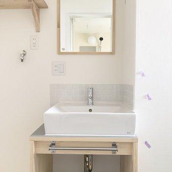 独立洗面台!タイルが可愛いですね※写真はクリーニング前のものです