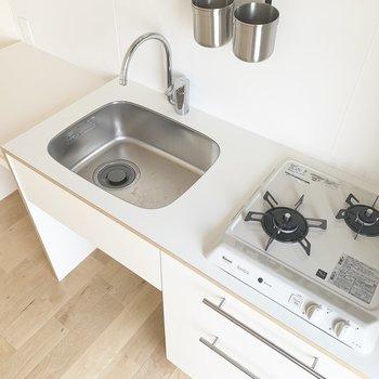 2口キッチン、奥に作業台がついてるので使いやすいです!