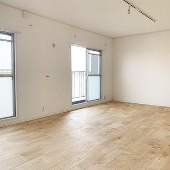 もともと分かれていたお部屋をドーンと広く!※写真はクリーニング前のものです