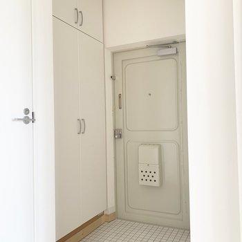 玄関もゆったり※写真はクリーニング前のものです