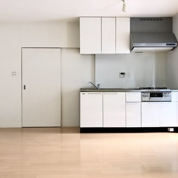 キッチンのシンプルさがまたかっこいい。