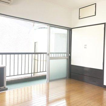 【洋室】窓がひろーい。