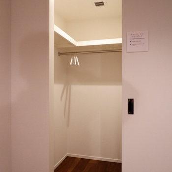 こちらにもウォークインクローゼットが。※家具はサンプルです