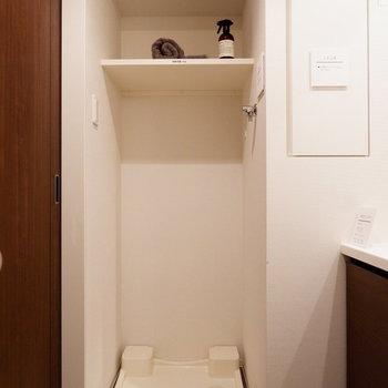 センタうき置き場上には洗剤などを。※家具はサンプルです