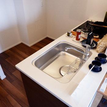 調理スペース、家電スペースも十分ですね。※家具はサンプルです