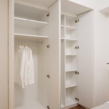 こちらにも大容量の収納が。※家具はサンプルです