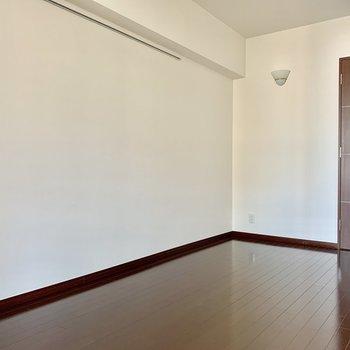 【DK】ピクチャーレールでレイアウトの幅も増えますね※写真は15階の同間取り別部屋のものです