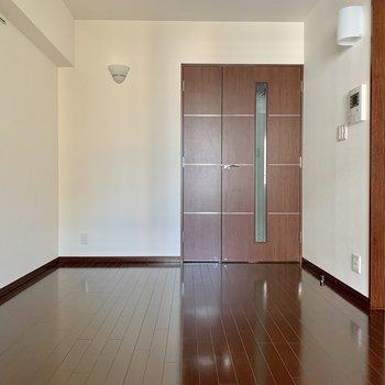 【DK】落ち着いたシンプルな印象※写真は15階の同間取り別部屋のものです