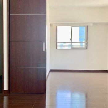 ではベッドルームへ※写真は15階の同間取り別部屋のものです