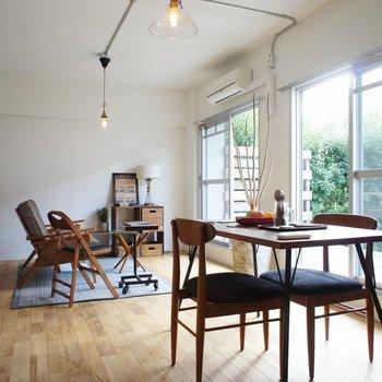 さらっと無垢床が気持ちいい!※写真は1階の同間取り別部屋のものです ※家具はサンプルとなります