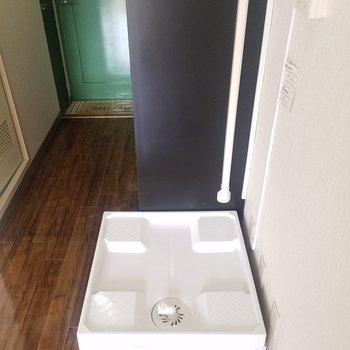 洗濯パンはお部屋側に。※写真は3階の同間取り別部屋のものです