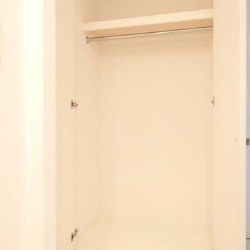 収納はひとり暮らしサイズ。※写真は4階の反転間取り別部屋のものです
