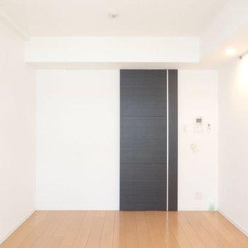暮らしやすい広さと間取り。写真は別部屋です※写真は4階の反転間取り別部屋のものです
