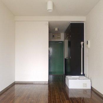 こっち側はとんがってませんよ!※写真は3階の同間取り別部屋のものです