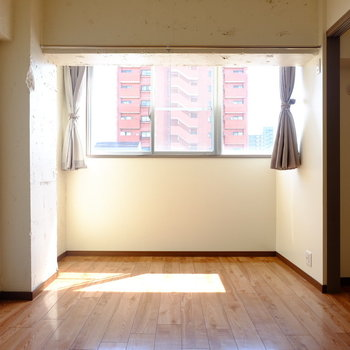 目覚めが気持ち良さそうなお部屋。