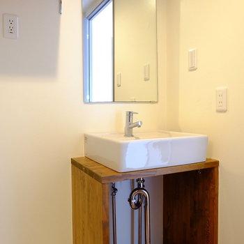 かわいい洗面台♪※クリーニング前の写真です。