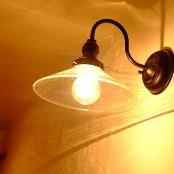 玄関照明は雰囲気のあるおしゃれなものをセレクト。