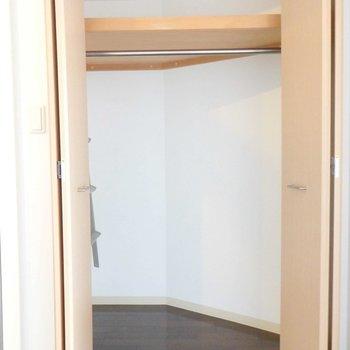 クローゼットもひろびろ。※写真は2階の同間取り別部屋のものです