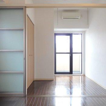 扉を開けてひと繋ぎにもできちゃいます。※写真は2階の同間取り別部屋のものです