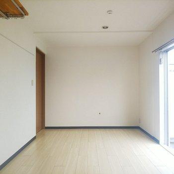 こちらのお部屋、寝室にぴったりです◎