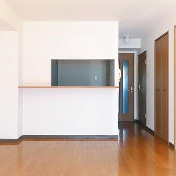 【LDK】キッチンが見えるタイプなので、会話も自然と生まれそうですね。
