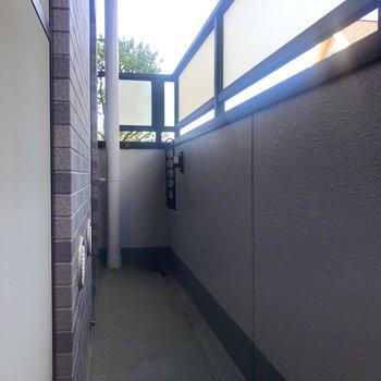 6.3帖の洋室と4.5帖の洋室を繋ぐバルコニー。こちらにもお洗濯物干せますよ。